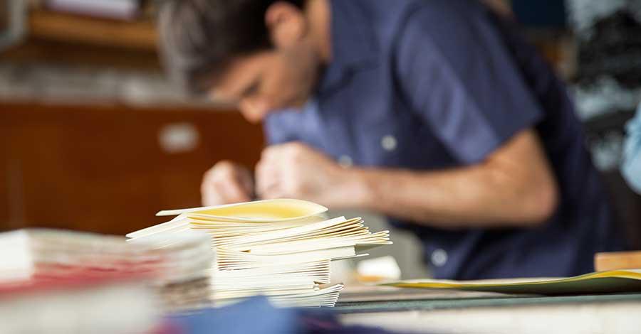 Bild zeigt Handwerker bei der Arbeit
